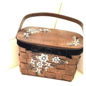 Absolutely perfect vintage basket purse handcraft